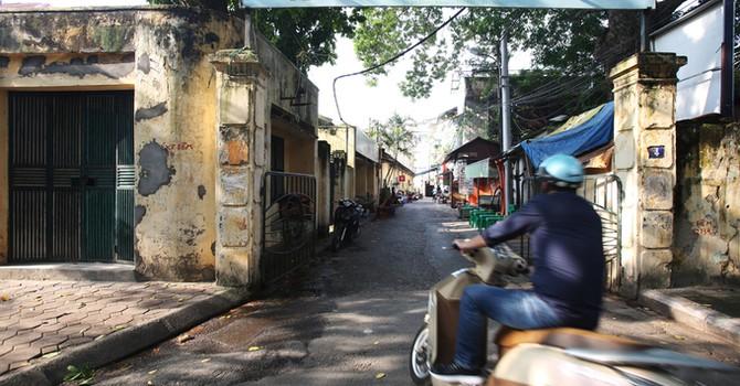 Cảnh nhà cửa xuống cấp, ẩm mốc ở Hãng phim truyện Việt Nam