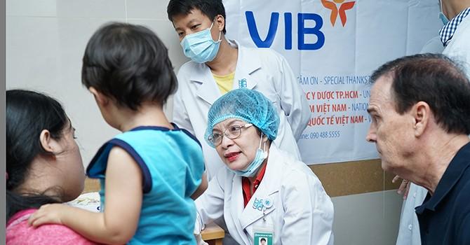 VIB hỗ trợ phẫu thuật nụ cười cho trẻ nghèo