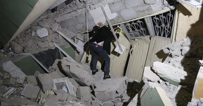 Cảnh tượng tan hoang trong động đất ở biên giới Iran - Iraq