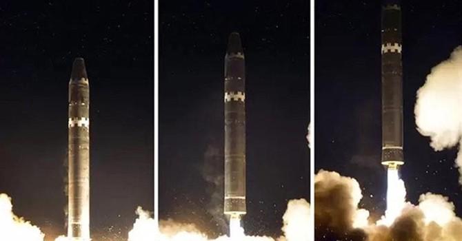 Thế giới 24h: Ảnh phóng tên lửa Hwasong-15 của Triều Tiên bị nghi đã qua chỉnh sửa