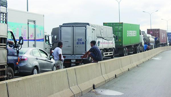 Ngành vận tải vẫn lao đao vì phí cao