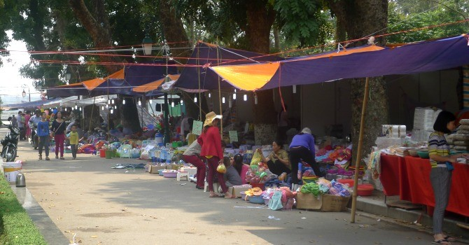 Nhếch nhác như … hội chợ trong công viên Thống Nhất