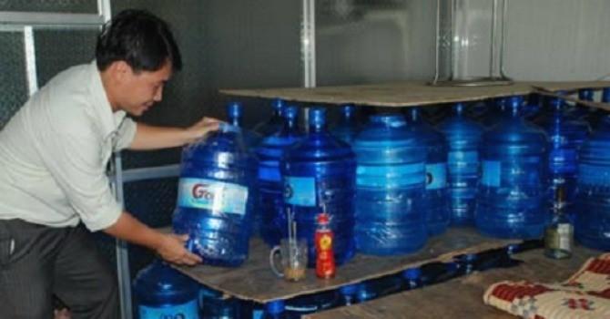 """Hà Nội: """"Bêu tên"""" 10 cơ sở sản xuất nước đóng chai không đảm bảo vệ sinh"""