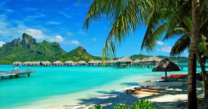 Du lịch vào mùa, các bãi biển miền Bắc, miền Nam hối hả đón khách