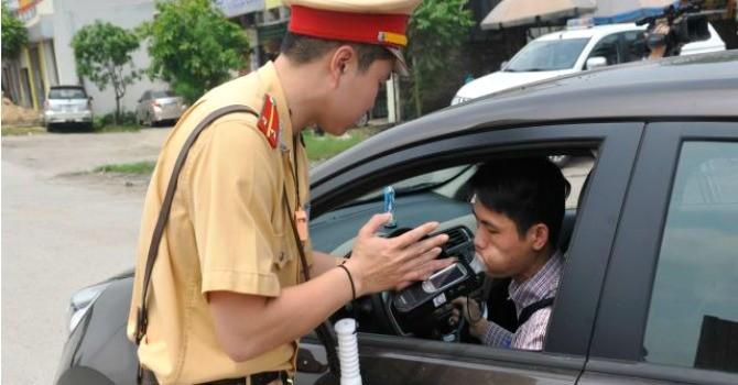 Cảnh sát giao thông lập chốt gần nhà hàng, quán rượu từ ngày 16/8