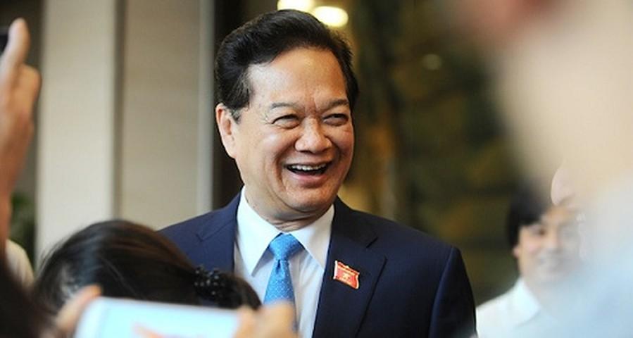 <p>Ông Nguyễn Tấn Dũng và các phóng viên bên hành lang Quốc hội sau khi kết quả miễn nhiệm được công bố.</p>